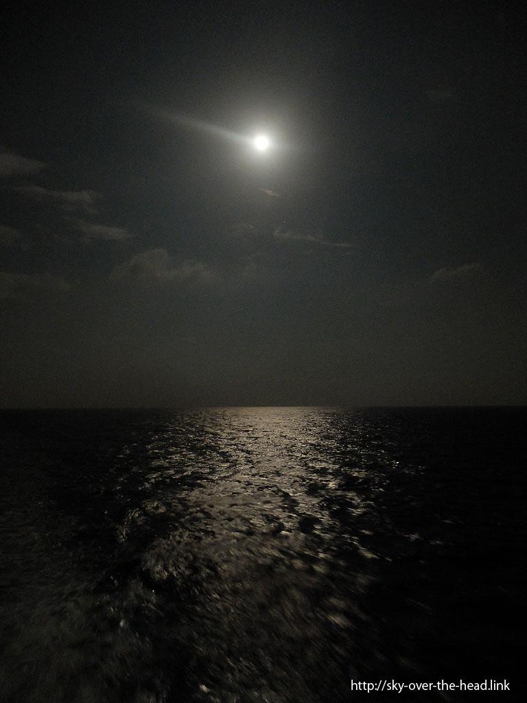 インド洋の月灯り