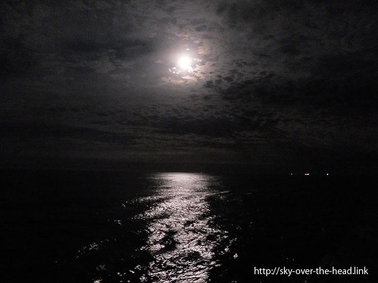 満月 |南大西洋08(アフリカ大陸から南アメリカ大陸へ航海中)/South Atlantic(from Africa to South America)