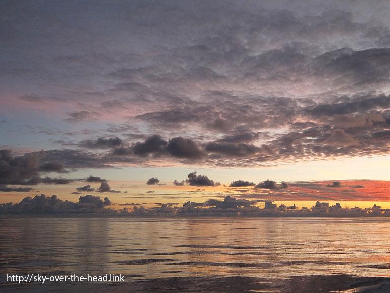 パステルカラーの夕暮れ|太平洋(ラパ・ヌイ付近)/Pacific Ocean (near the Rapa Nui)