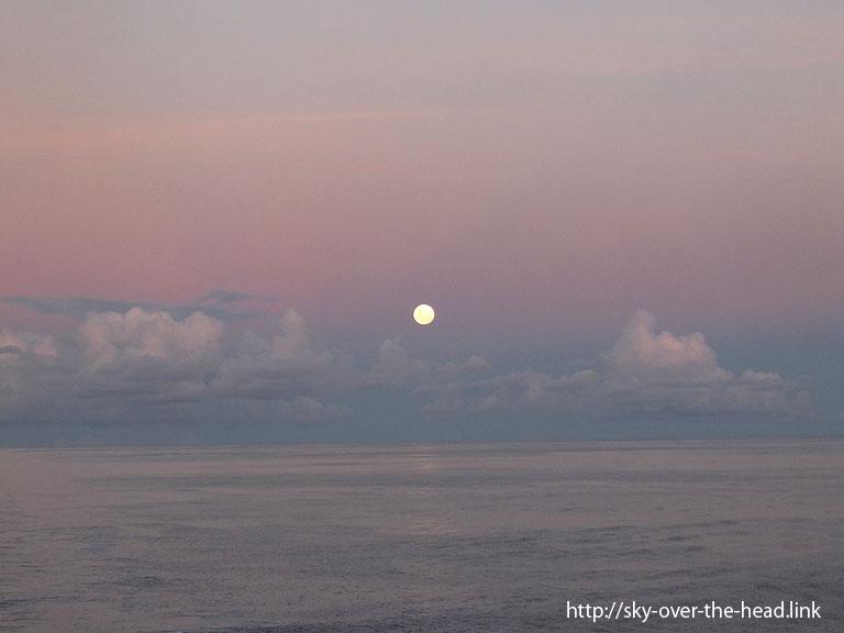 月|太平洋(ラパ・ヌイ付近)/Pacific Ocean (near the Rapa Nui)