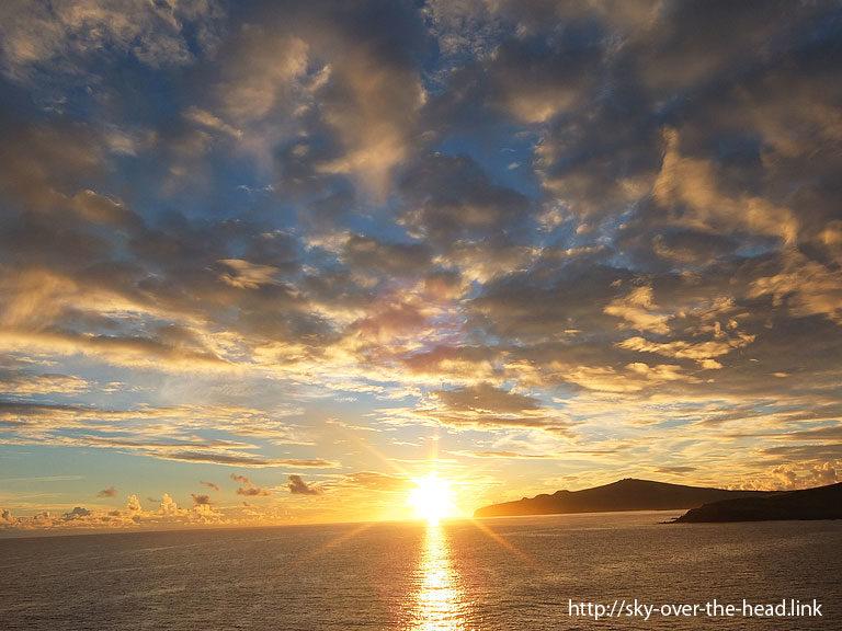 夜明け ラパ・ヌイ島沿岸(チリ)/Rapa Nui Island coast (Chile)