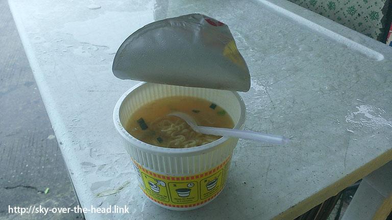 カップラーメン@フィリピンで食した【リアルな】食事@バギオからサガダの道中