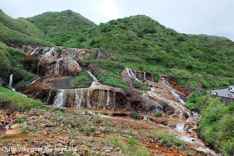黄金瀑布と工場跡(台湾)/ Golden Waterfall and factory mark(Taiwan)