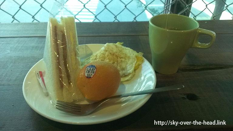 朝ご飯:ゲストハウスのセルフサービスの朝食@台湾のご飯