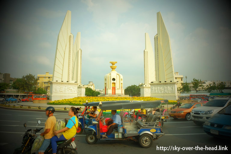 民主記念塔(タイ)/Democracy Monument ( Thailand )