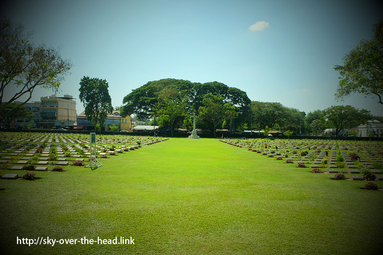 連合軍共同墓地(タイ)The kancbanaburi Allied War Cemetery(Thailand)