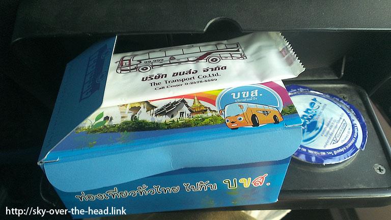 アユタヤからスコータイへのVIPバスの朝ご飯