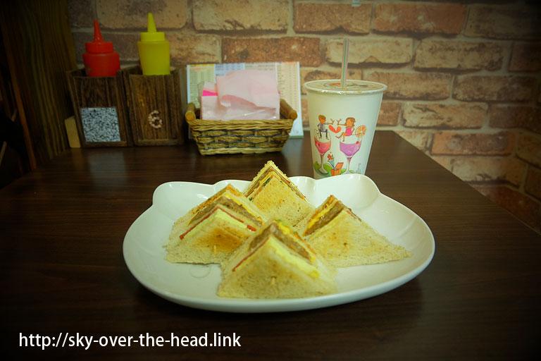 朝ご飯を食べたら、お皿がキティさんでした@嘉義