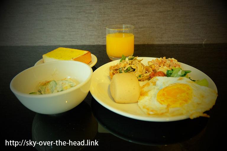 高雄空港から徒歩圏内の「オレンジホテル」さんの朝食バイキング