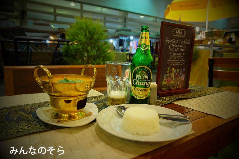 ゲストハウス併設のカフェで「トムヤンクン」@タイ/バンコク