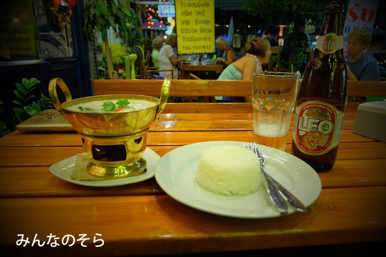 【6食目】ホステル併設のカフェで「白いトムヤンクン」@タイ/バンコク