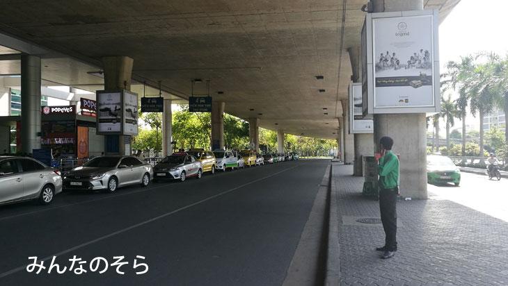 ダナン空港からダナン市内までは、タクシーに乗車