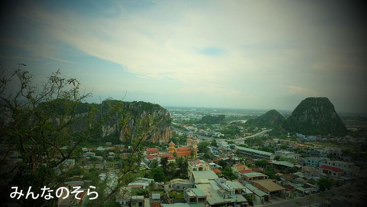 「五行山」で洞窟と寺院めぐり