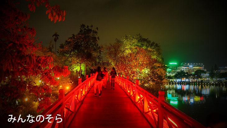 玉山祠 (Den Ngoc Son - Ngoc Son Temple)@夜のホアンキエム湖