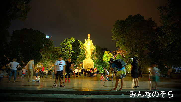 リ・タイト公園@夜のホアンキエム湖(ハノイ@ベトナム)