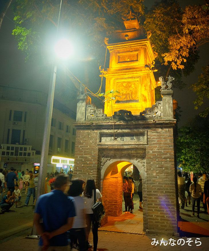 Tháp Hòa Phong/Hoa Phong Tower@夜のホアンキエム湖(ハノイ@ベトナム)