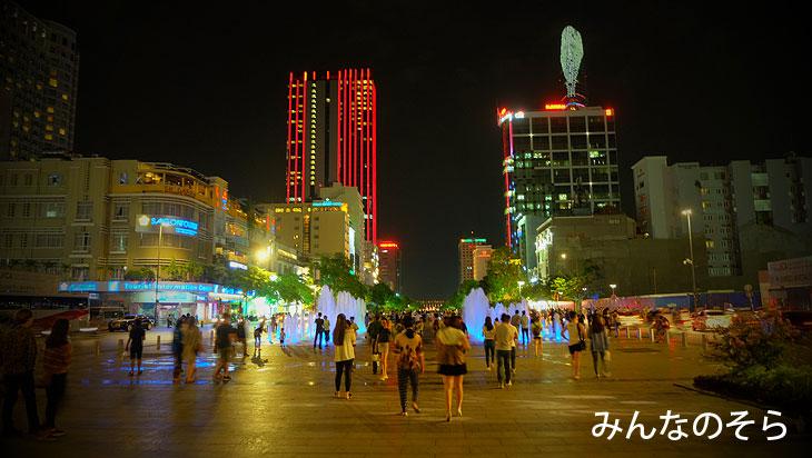 ホーチミン市人民委員会庁舎のライトアップと噴水@べトナム/ホーチミン