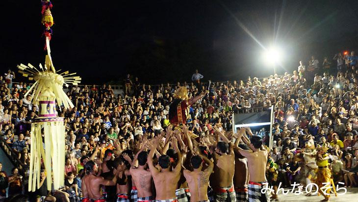 ウルワツ寺院で、ケチャダンスを【ツアーでなく自力で】観賞(バリ島)