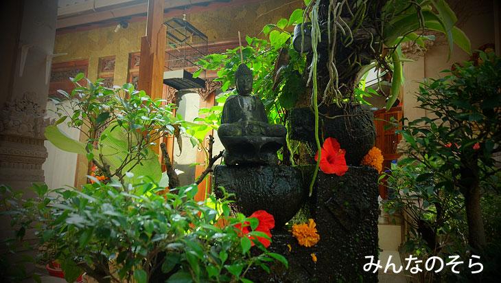 ウブド王宮近くのワルンで「ナシチャンプル」@バリ島ウブドを1泊2日で観光したコースとスケジュール