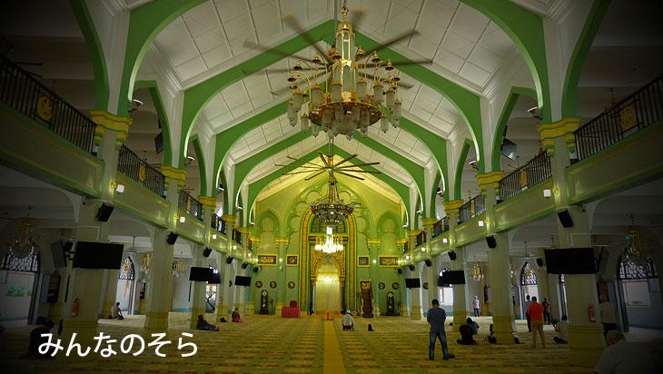 サルタン・モスクで、イスラム教に触れる