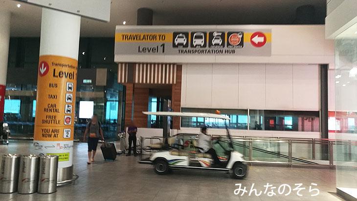 クアラルンプール空港(KLIA2)の到着エリアからバスターミナルへ移動