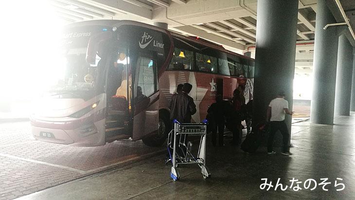 クアラルンプール空港からマラッカへバスで移動