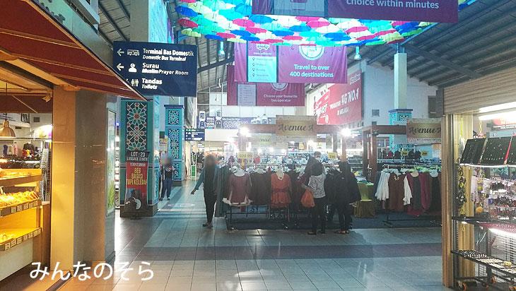 マラッカセントラル バスターミナル(Melaka Sentral Bus Terminal)で、ローカルバス17番に乗換