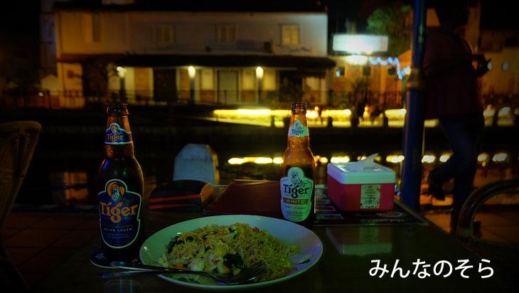マラッカ川沿いのレストランで、夕ご飯