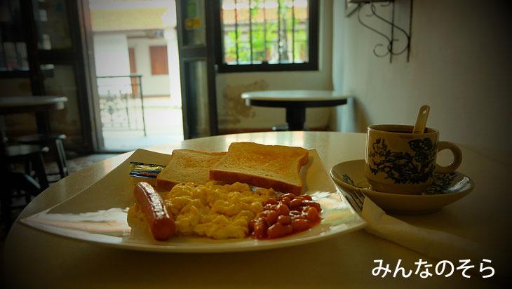華麗!プラナカンな空間で朝ご飯