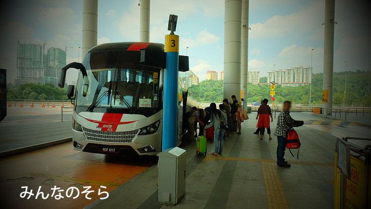マラッカセントラルから、TBSバスステーション(Terminal Bersepadu Selatan at Bandar Tasik Selatan)へ中距離バスで移動