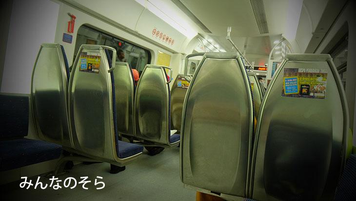 ど、あえて「KTMコミューター」「LRT」で移動
