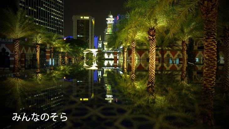 池に映る!夜の逆さマスジッド・ジャメ