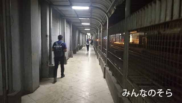 「SUDIRMAN BARU(BNI CITY)」から「SUDIRMAN」へ徒歩で移動