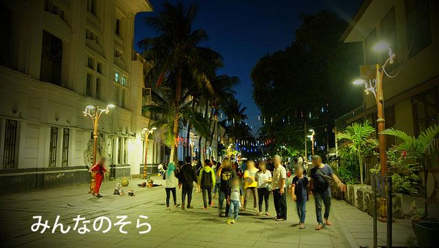 夜のファタヒラ広場を周辺を散策