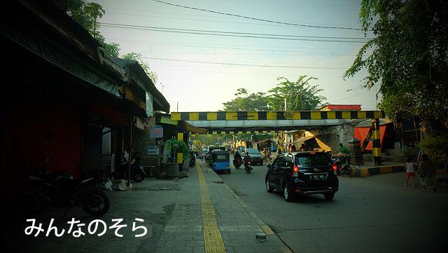 夕方のコタ地区(旧バタビア)で、レトロな街並を堪能