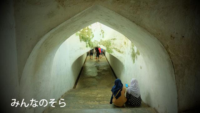 ジャグジャカルタの迷路?洞窟モスクに辿り着いたものの・・・