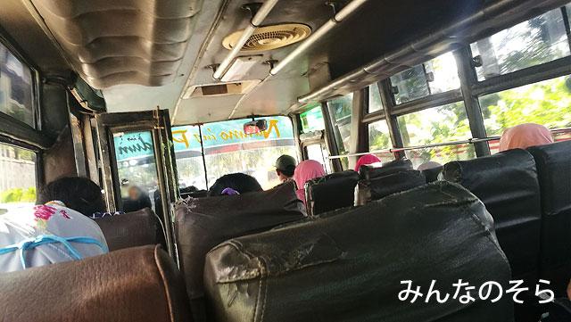 ジョンボールバスターミナルから、ボロブドゥール行きのバスに乗る