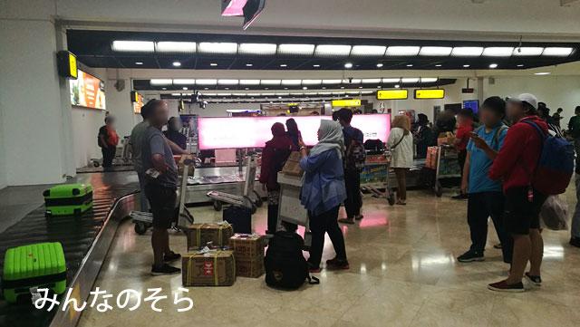 1時間半ほど遅れて、ジャカルタ スカルノ・ハッタ国際空港(CGK) T2に到着