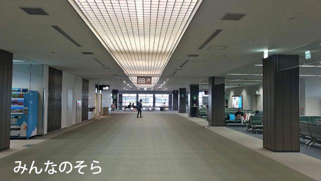 ノックスクート!成田第2ターミナルのDカウンターでチェックイ