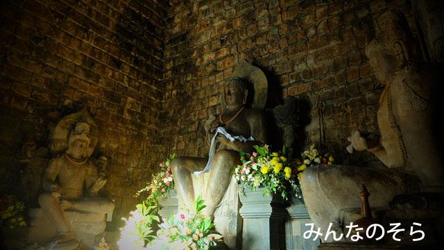 ムンドゥッ寺院(Candi Mendut)!日本兵のお墓に手を合わせましょう