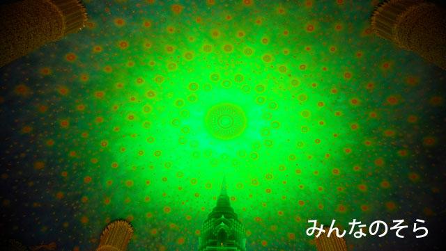 ワット・パクナムで、緑ガラス塔を見学させてもらう