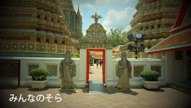ワット・ポーは、大寝釈迦仏だけじゃない!仏塔も、回廊もすばらしい
