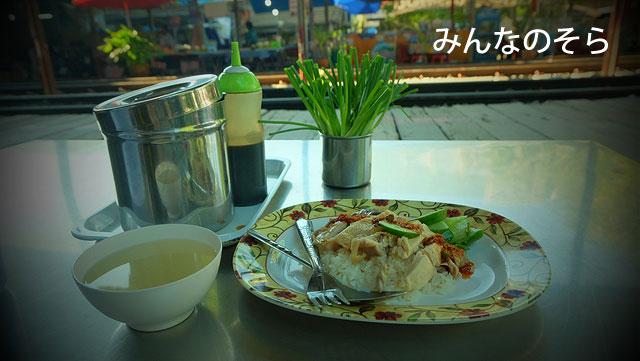 メークロン駅の食堂で朝ご飯!もちろん、カオマンガイ