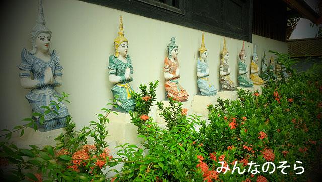 パステルカラーの仏像がならぶ!ワット・ムーン・グン・コーン
