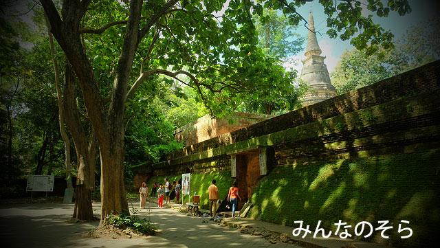 僧侶が瞑想修行できるようにつくられたワット・ウモーン(Wat Umong)