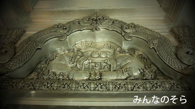 銀細工の建物に魅せられる