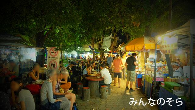 東南アジアの夜と言えば…日曜のみ開催!ナイトマーケット