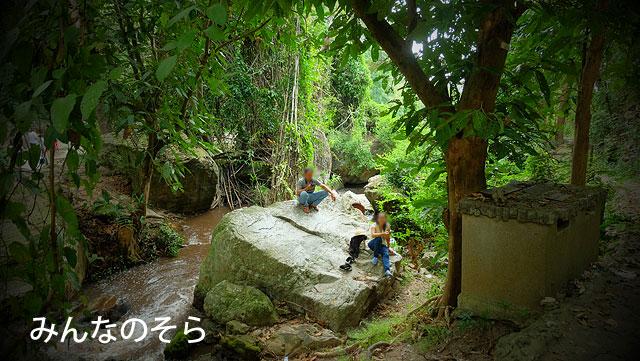 ロコさんたちの憩いの場所?ファイケーオ滝(Huaykeaw Waterfal)