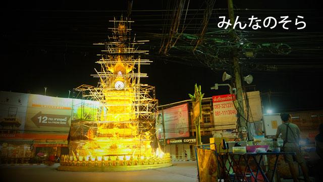 チェンライのシンボル!時計塔のショータイムの眺めながらご飯のはずが・・・