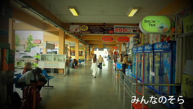 チェンマイ行きのバスが発着する「アーケードバスターミナル3」で朝ご飯